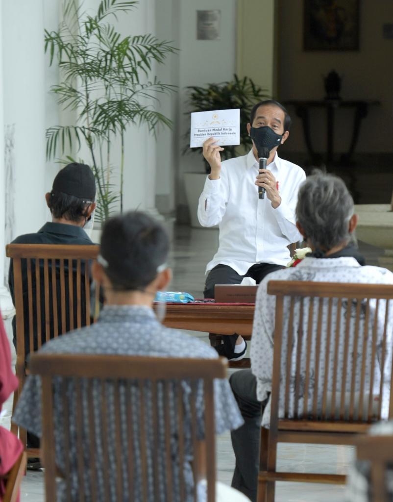 Presiden Jokowi Serahkan Bantuan Modal Kerja di Istana ...